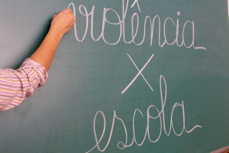 Comunicado violência nas escolas